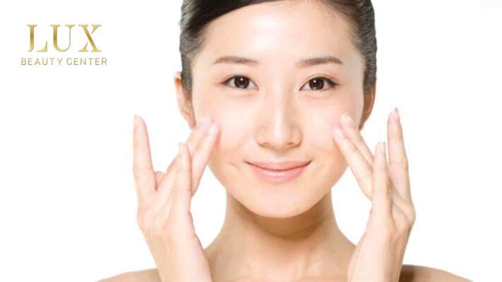 [Image: tu-massage-xoa-nep-nhan-tren-mat-711x400.jpg]